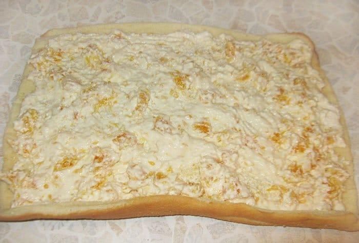 Фото рецепта - Бисквитный рулет с творогом и апельсинами - шаг 2
