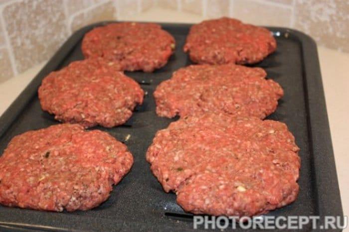 Фото рецепта - Чесночный чизбургер под мраморным сыром - шаг 3