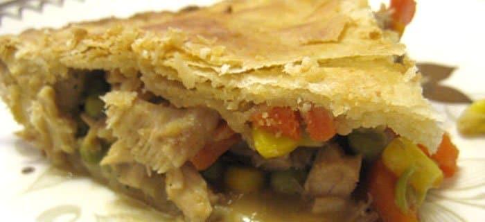 Фото рецепта - Домашний пирог с начинкой из овощей и мяса - шаг 4