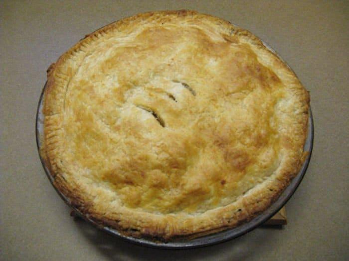 Фото рецепта - Домашний пирог с начинкой из овощей и мяса - шаг 2