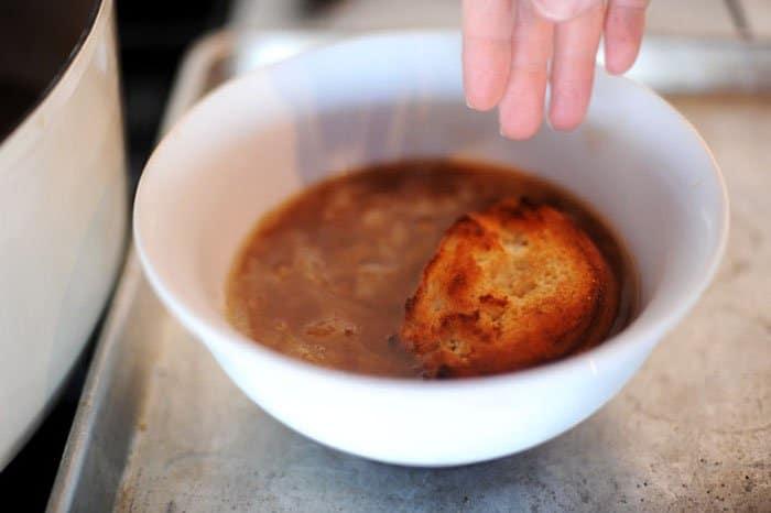 Фото рецепта - Луковый суп - шаг 6