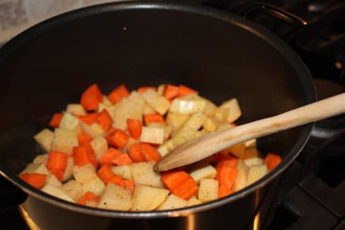 Фото рецепта - Овощное рагу с картофелем и чечевицей - шаг 1