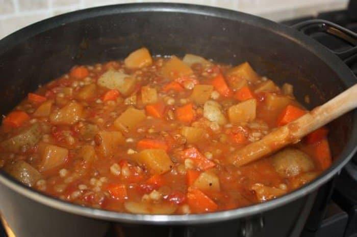 Фото рецепта - Овощное рагу с картофелем и чечевицей - шаг 3