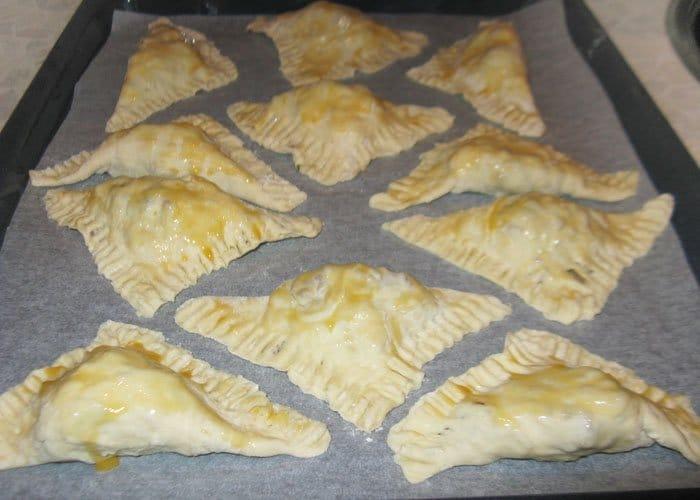 Фото рецепта - Пирожки из слоеного теста с бараниной - шаг 5