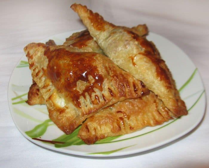 Пирожки из слоеного теста с бараниной - рецепт с фото