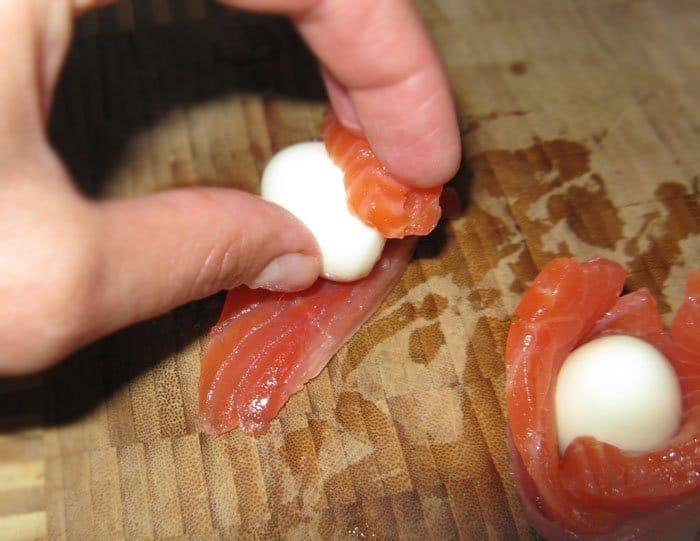Фото рецепта - Праздничная закуска из красной рыбы - шаг 2