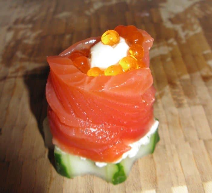 Фото рецепта - Праздничная закуска из красной рыбы - шаг 3