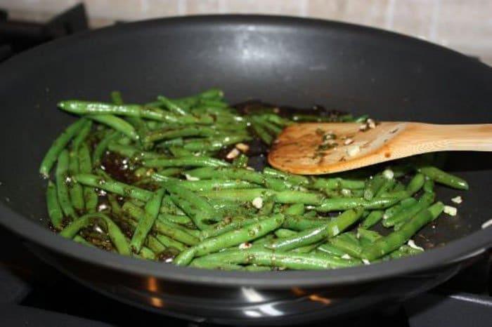 Фото рецепта - Стручковая фасоль в бальзамическом уксусе - шаг 2