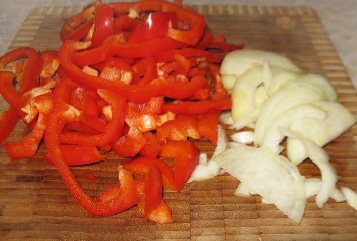 Фото рецепта - Тапас с луком и перцем - шаг 2