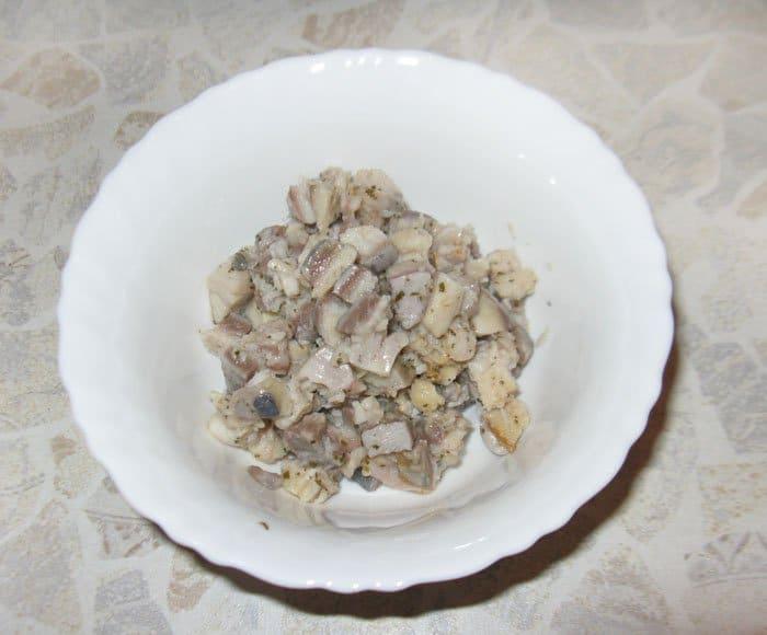 Фото рецепта - Фаршированные яйца с сельдью - шаг 1