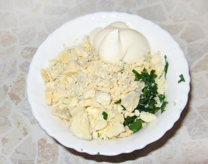 Фото рецепта - Фаршированные яйца с сельдью - шаг 2