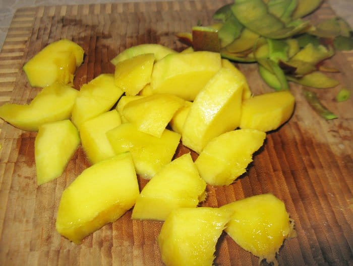 Фото рецепта - Канапе из семги с манго - шаг 1