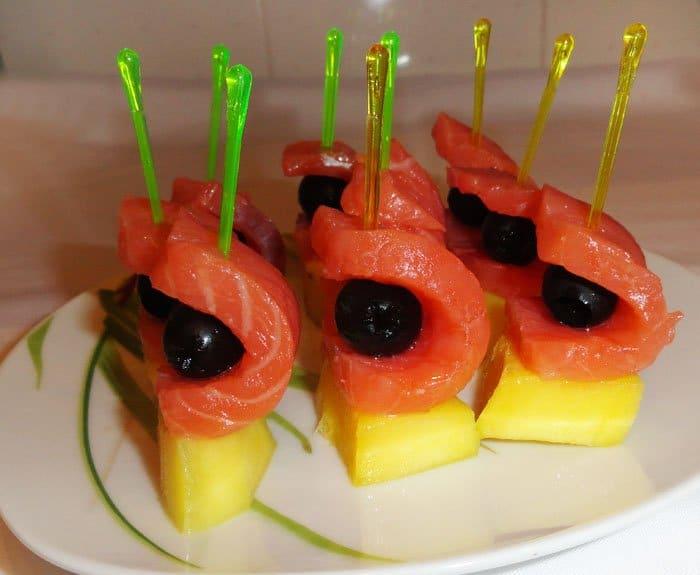 Фото рецепта - Канапе из семги с манго - шаг 4