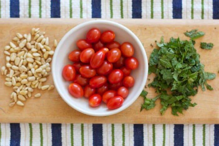 Фото рецепта - Летний салат с помидорами и кукурузой - шаг 1