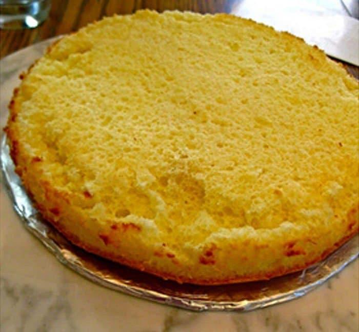 Фото рецепта - Лимонный торт «Жираф» с творожным кремом - шаг 4