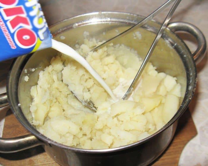 Фото рецепта - Оформление детского блюда – Кошка - шаг 1