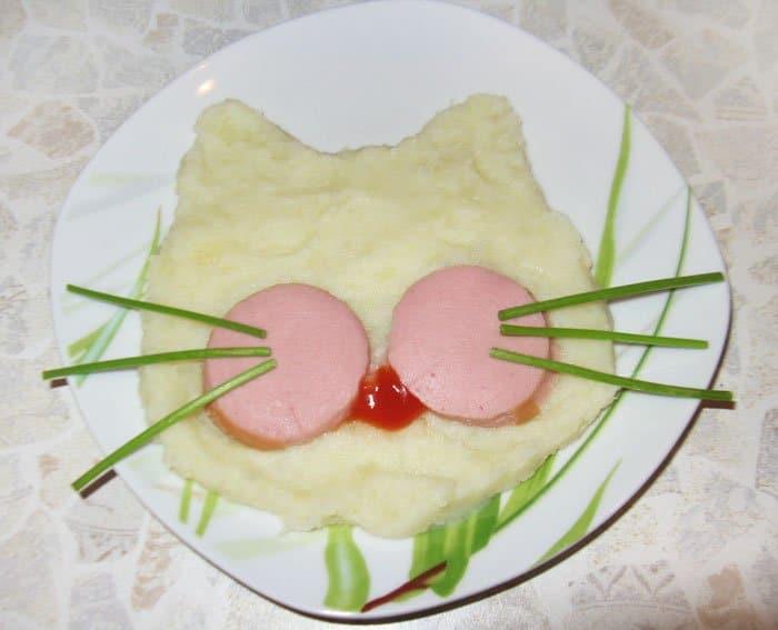 Фото рецепта - Оформление детского блюда – Кошка - шаг 3