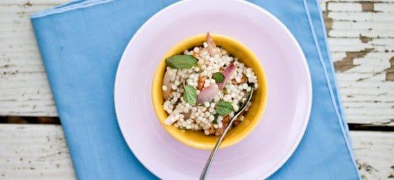 Фото рецепта - Салат из кус кус с грецкими орехами - шаг 4