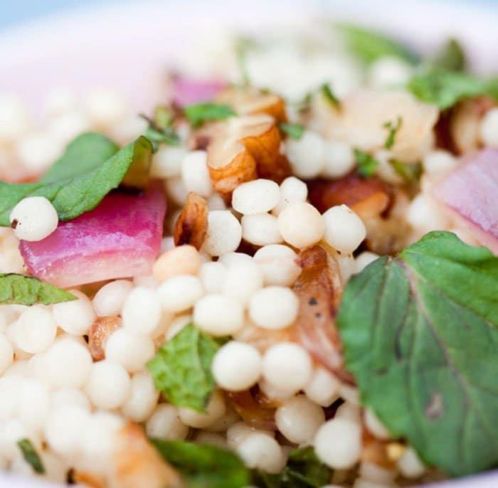Фото рецепта - Салат из кус кус с грецкими орехами - шаг 3