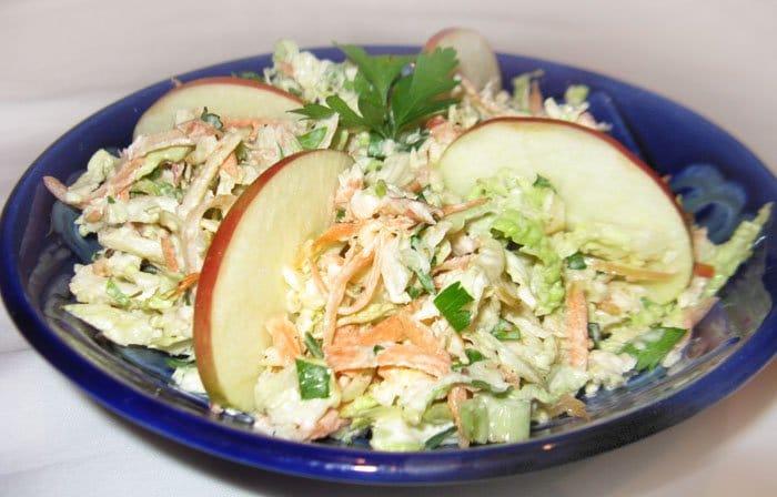 Салат из савойской капусты с яблоком
