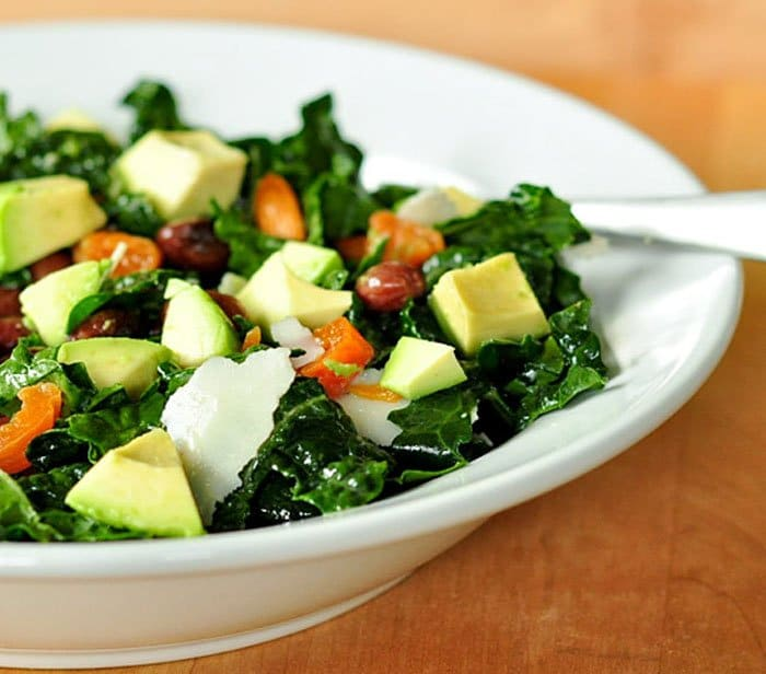 Фото рецепта - Салат с абрикосами, авокадо и сыром пармезан - шаг 4