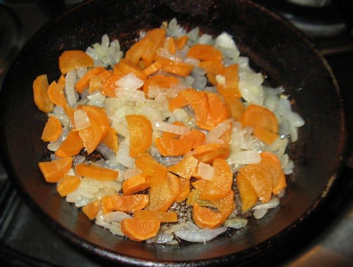 Фото рецепта - Суп из бобовых с копченостями - шаг 5