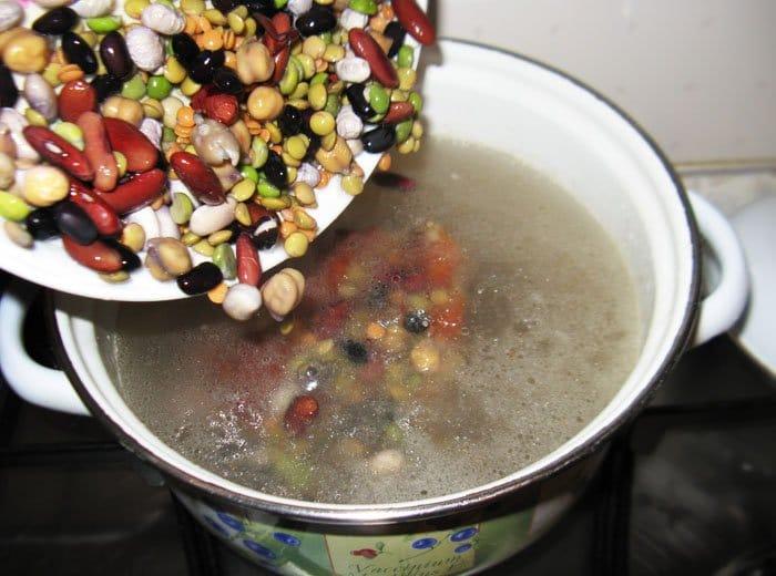 Фото рецепта - Суп из бобовых с копченостями - шаг 6