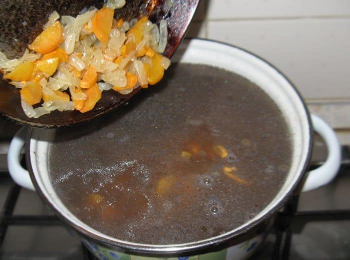 Фото рецепта - Суп из бобовых с копченостями - шаг 8