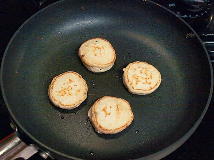 Фото рецепта - Блины со сливочным сыром и копченым лососем - шаг 3