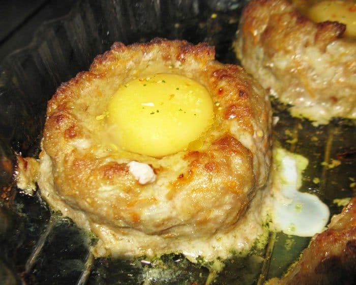 Фото рецепта - Гнезда из фарша с яйцом - шаг 6