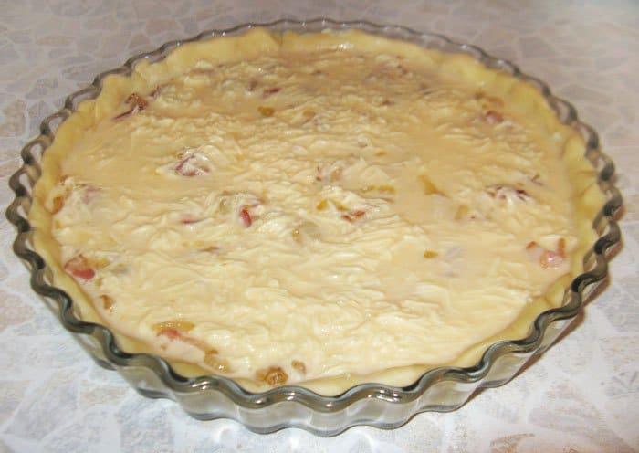 Фото рецепта - Лотарингский пирог с беконом - шаг 6