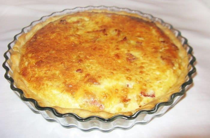 Фото рецепта - Лотарингский пирог с беконом - шаг 7