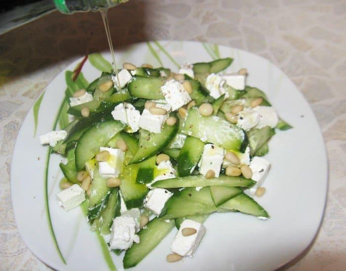 Фото рецепта - Огуречный салат с сыром Фета - шаг 4