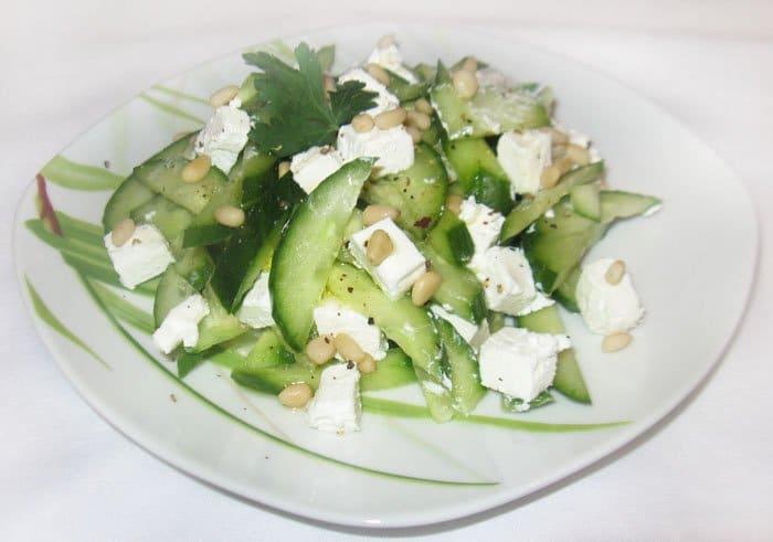 Огуречный салат с сыром Фета