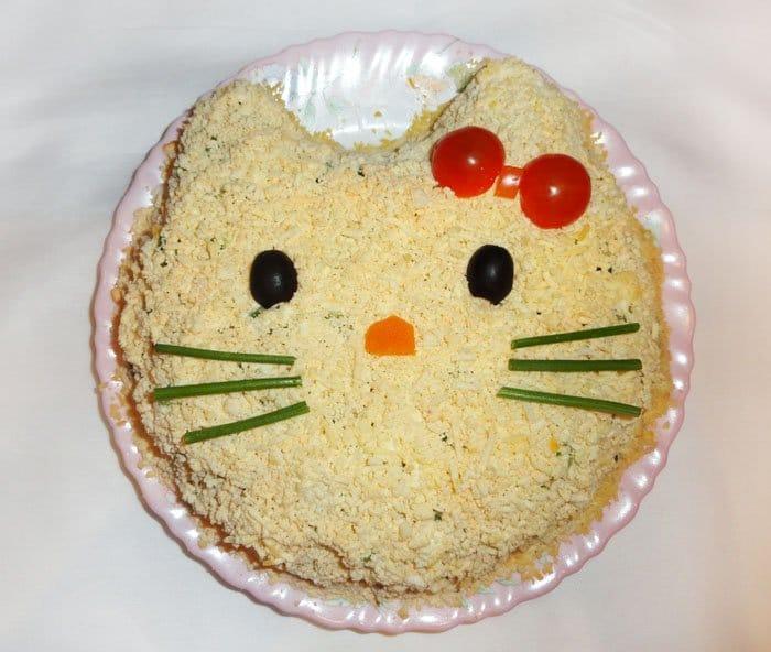 Салат «Нежность»  с курицей и черносливом - рецепт с фото
