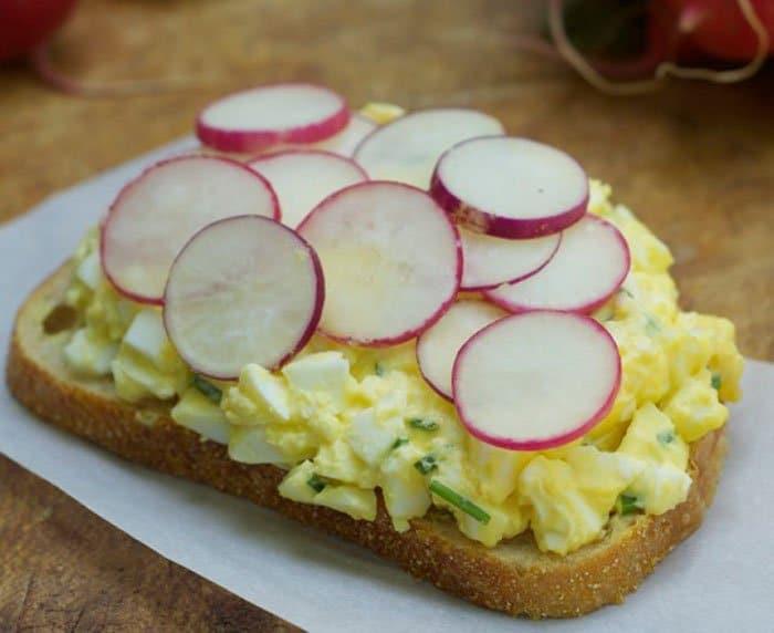 Фото рецепта - Яичный салат с редисом - шаг 2
