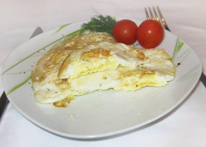Жареные яйца в мешочек