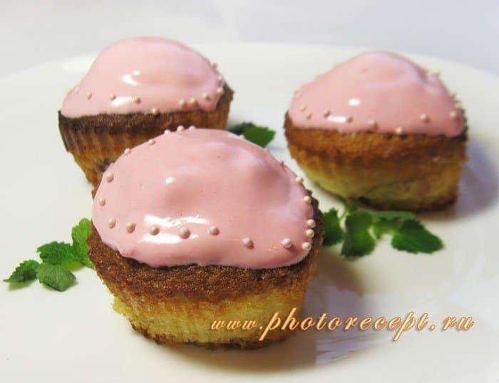 Фото рецепта - Маффины «Сердечки» с клубникой - шаг 9