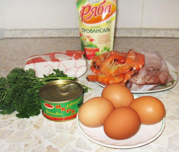 Фото рецепта - Праздничный салат из морепродуктов «С любовью» - шаг 1
