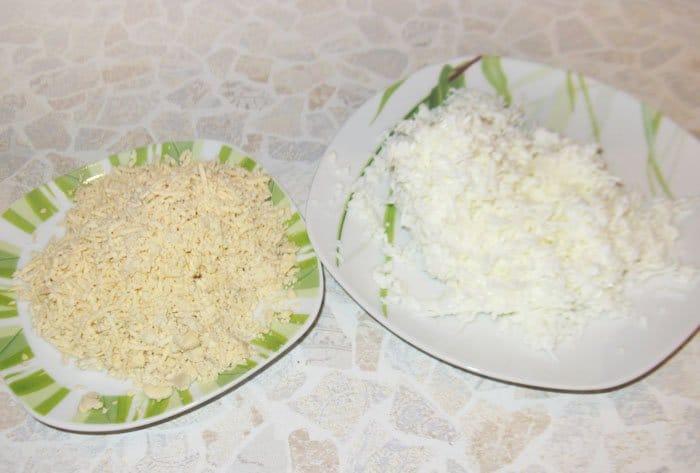 Фото рецепта - Праздничный салат из морепродуктов «С любовью» - шаг 2