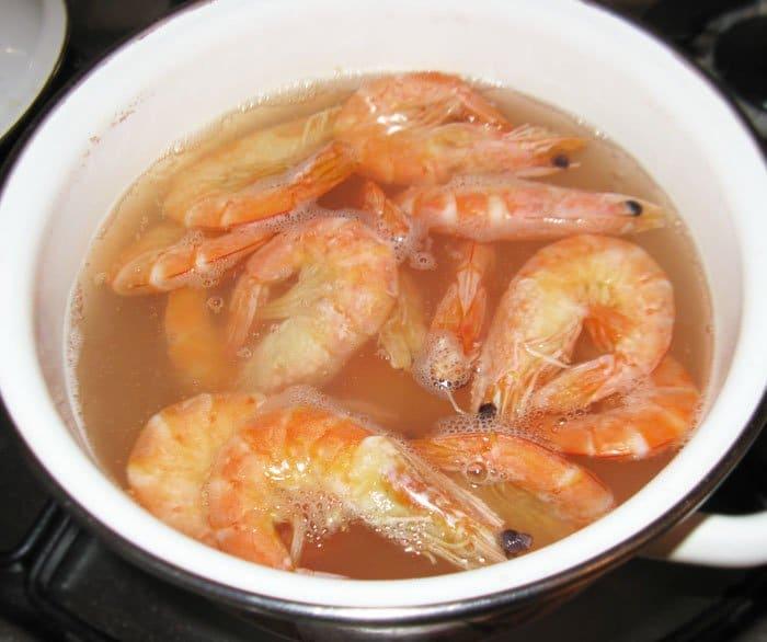Фото рецепта - Праздничный салат из морепродуктов «С любовью» - шаг 4