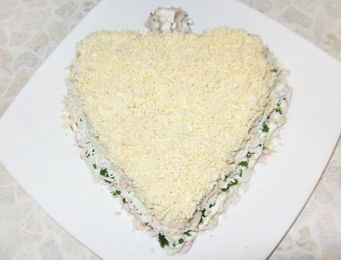 Фото рецепта - Праздничный салат из морепродуктов «С любовью» - шаг 9