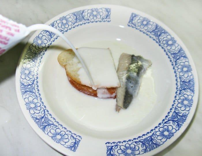 Фото рецепта - Слабосоленая сельдь с яблоком - шаг 1