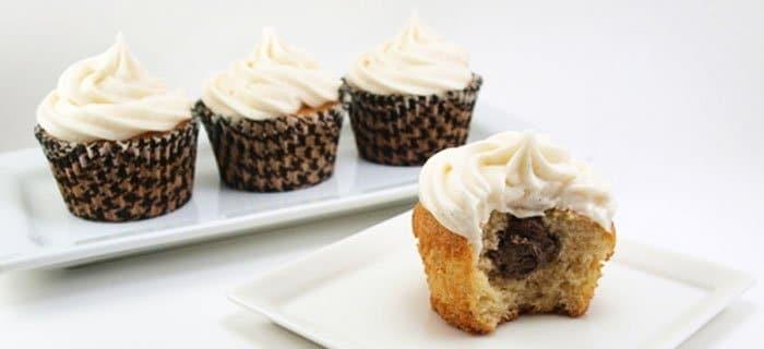Ванильные капкейки с шоколадным кремом - рецепт с фото