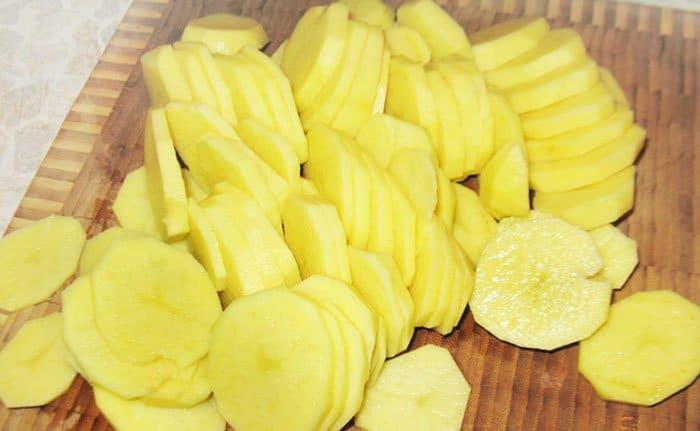 Фото рецепта - Картофель, запеченный в духовке - шаг 1