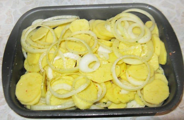 Фото рецепта - Картофель, запеченный в духовке - шаг 3
