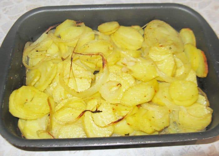 Фото рецепта - Картофель, запеченный в духовке - шаг 4