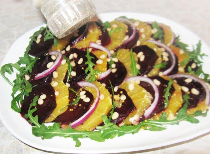 Фото рецепта - Свекольный салат с апельсином и рукколой - шаг 6