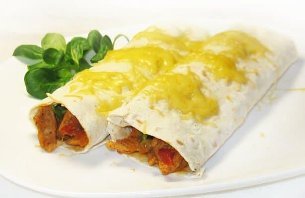 Фото рецепта - Буррито с мясом и авокадо - шаг 9