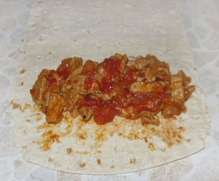 Фото рецепта - Буррито с мясом и авокадо - шаг 3
